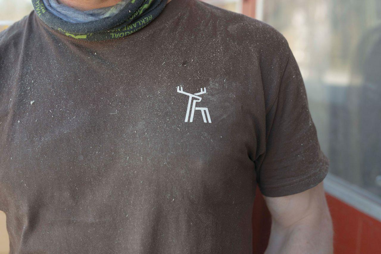 Fjellmøbler – håndlaget logo